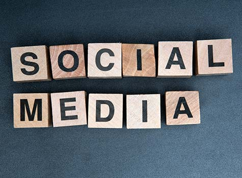 When Should Startups Outsource Social Media?
